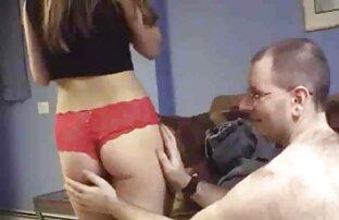 Seorang agen palsu video sex jepang gratis melakukan casting di sofa dan wajah besar untuk keindahan Rumania.