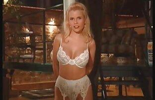 Twink euro-nya membelai kemaluannya yang besar di dalam free porn jepang mobil.
