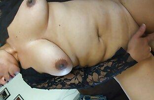 Brunette asia shemale free porn video jepang dalam lingerie sedang masturbasi.